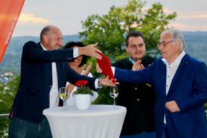 Übergabe der Ehrenurkunde an Dr. Heinz Kaiser durch Unterbezirksvorsitzenden Bernd Rützel - Foto: Steffen Salvenmoser